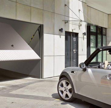 Porte de garage : Porte de garage motorisée à ouverture horizontale