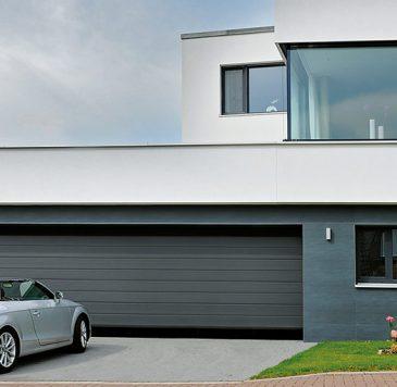 Porte de garage : Porte de garage sectionnelle motorisée grande largeur