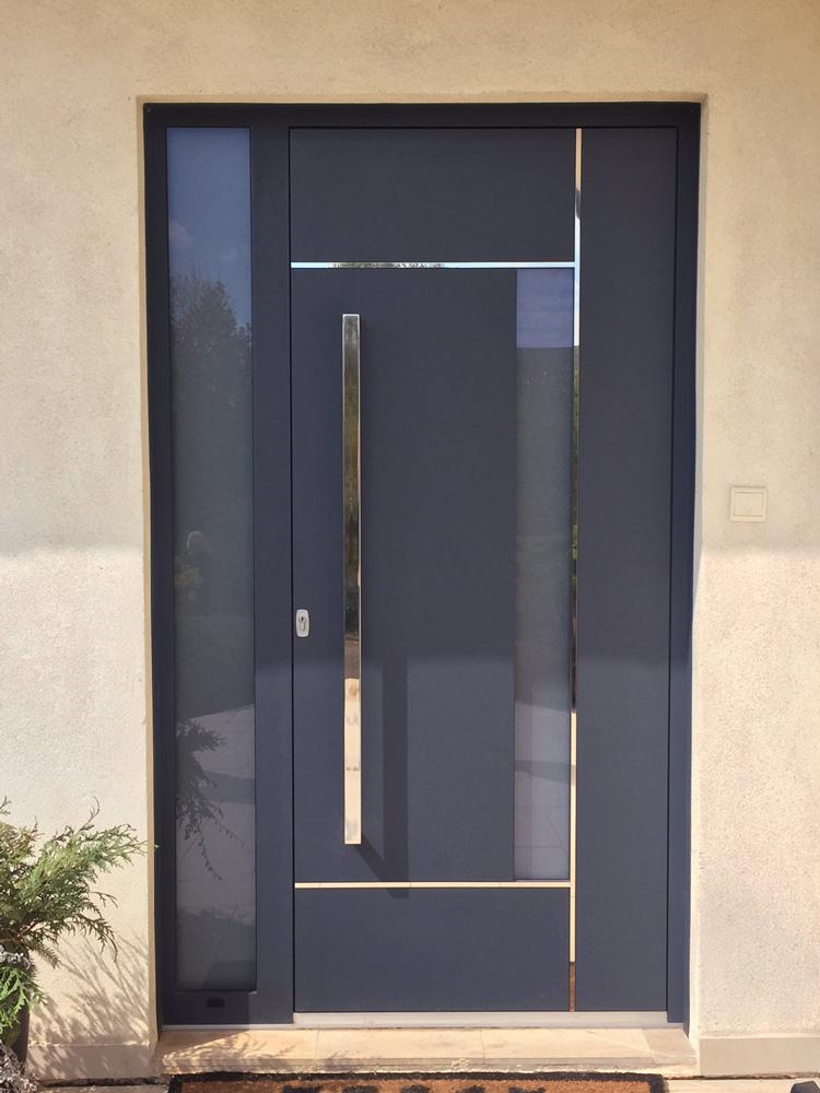 Portes d'entrée : Porte d'entrée aluminium avec partie vitrée latérale gauche