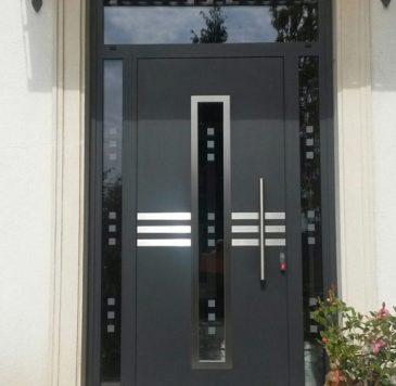Portes d'entrée : Porte aluminium semi-vitrée