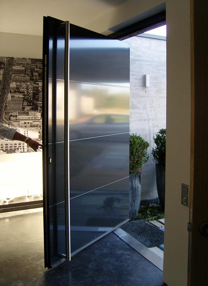 Portes d'entrée : Porte aluminium grande largeur