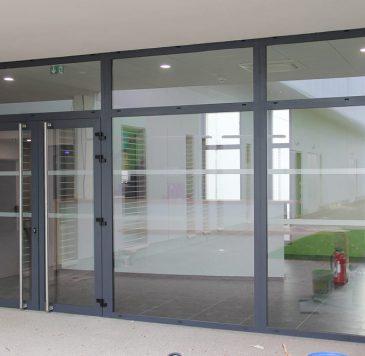 Portes d'entrées - Produits spécifiques : Porte aluminium et mur rideau