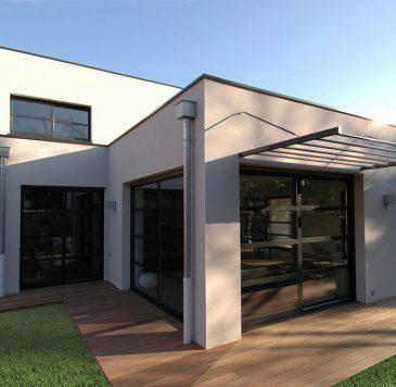 Protections solaires - Baies vitrées : Brises soleil et murs rideaux