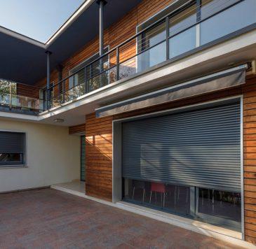 Protections solaires : Stores extérieurs déroulant opaque